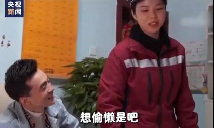 赵英明丈夫打算用扫地机器人承包一年家务